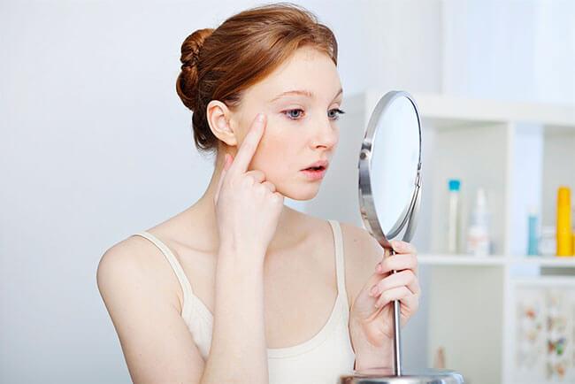 Tác hại của ánh sáng xanh? Phải bảo vệ da như thế nào để ngăn chặn chống lão hóa